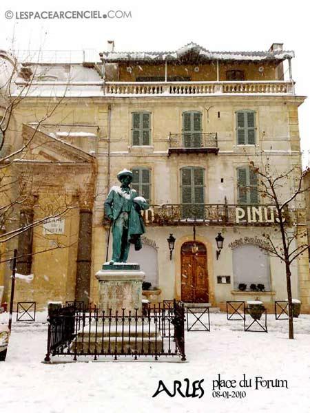 Arles-place-Forum-55ko