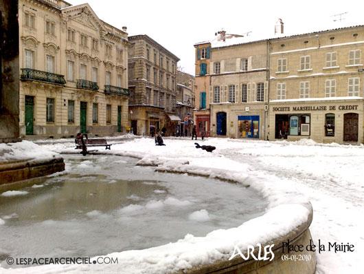 Arles-place-Mairie-65ko