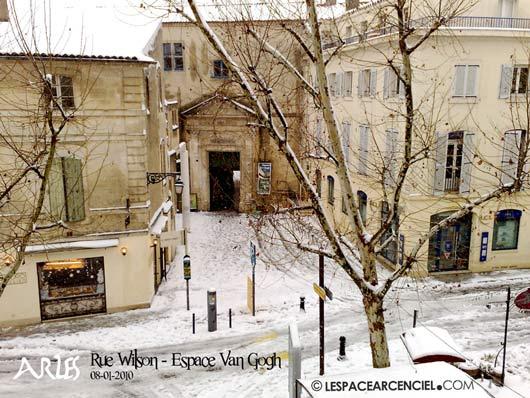 Arles-rue-Wilson-Espace-Van-Gogh-60ko